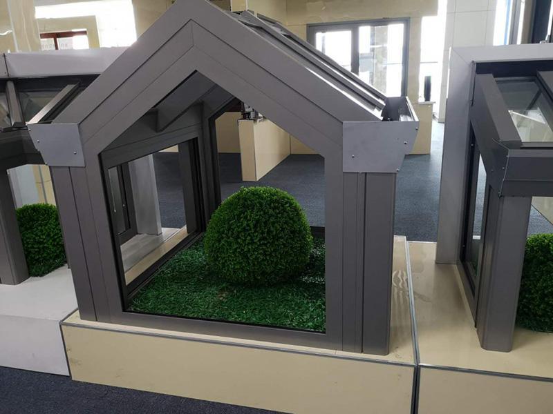 Véranda aluminium à toiture en pignon   menuiserie aluminium